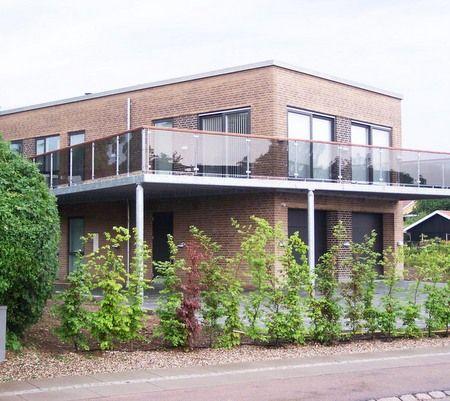 Arkitektfirmaet Arne Birk samarbejde privat hus med fladt tag og røde mursten